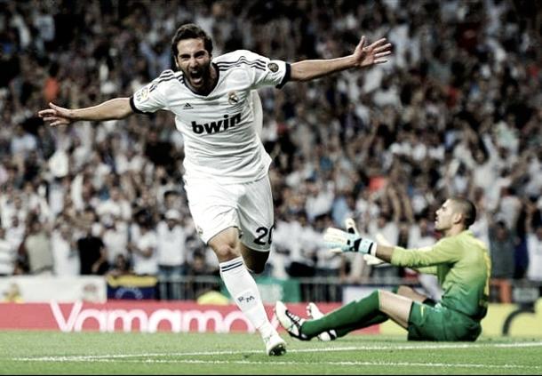Gonzalo Higuain hacía el 1-0 en el partido de vuelta la Supercopa de España 2012 | Foto: Página web Real Madrid