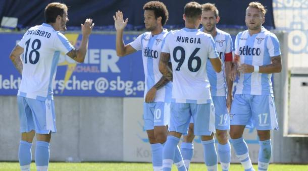 L'esultanza di Felipe Anderson e i suoi compagni dopo uno dei gol segnati in amichevole al Bayer Leverkusen. | corrieredellosport.it