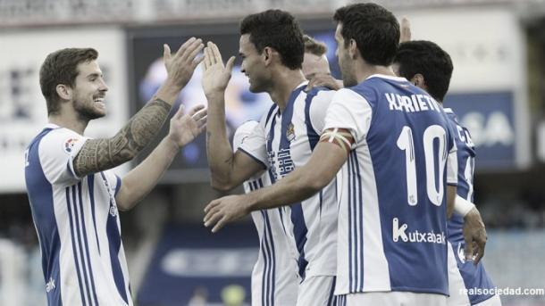 Los jugadores de la Real celebran uno de los goles anotados ante el Valencia. Foto: Real Sociedad