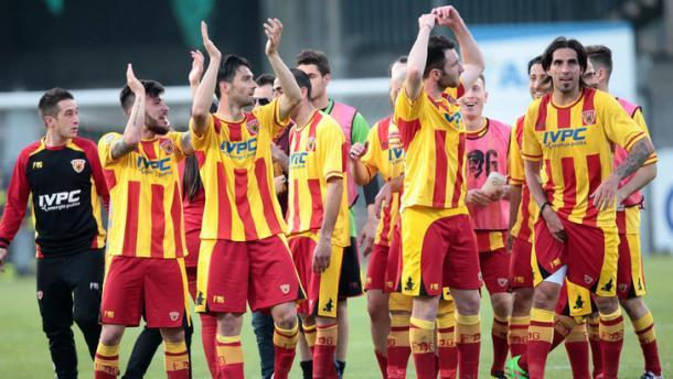 Il Benevento esulta per la promozione | www.tuttosport.com