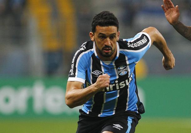 Edilson teve vários capítulos polêmicos em clássicos com a camisa do Grêmio (Foto: Lucas Uebel/ GFBPA)