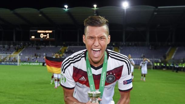 Davie Selke festeggia la vittoria all'Europeo Under-19 del 2014. | Fonte immagine: UEFA.com