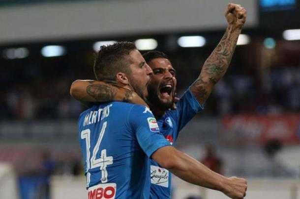 Mertens ed Insigne festeggiano uno dei gol segnati contro l'Atalanta.   ANSA.it