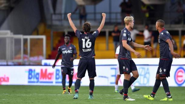 L'esultanza dei giocatori del Bologna dopo il gol-vittoria al Vigorito.   La Presse.