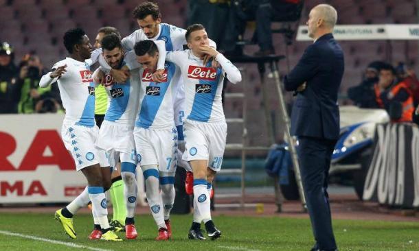 Gli azzurri festeggiavano così, un anno fa, uno dei gol segnati al Bologna.   calciomercato.com