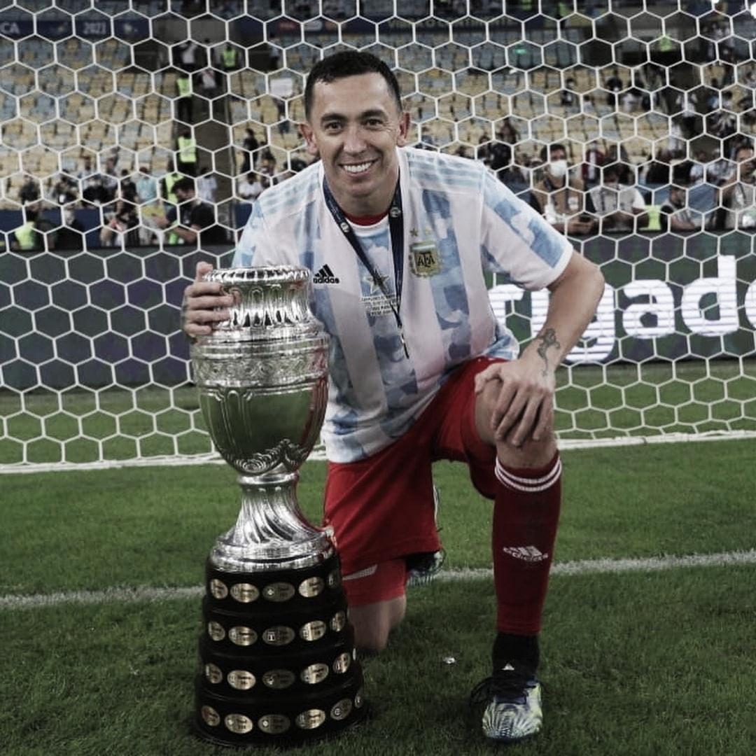 10/07/2021 Agustín Marchesín posando con la Copa América en el Maracaná