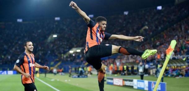 Taison esulta così per il suo gol contro il Napoli. | ilpost.it