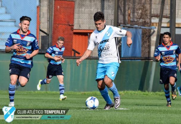 El delantero sueña con debutar élite del fútbol argentino | Foto: Prensa Temperley