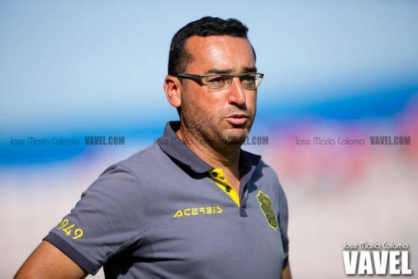 Foto: José María Colomo (Vavel.com) | Suso Hernández dirigiéndo a Las Palmas Atlético