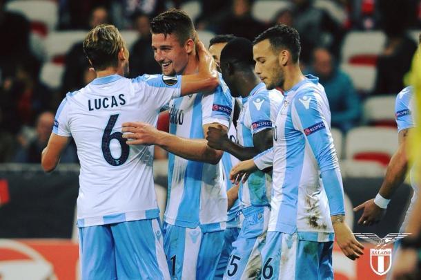 Tutto facile per la Lazio, tris al Cagliari: Inter a +1