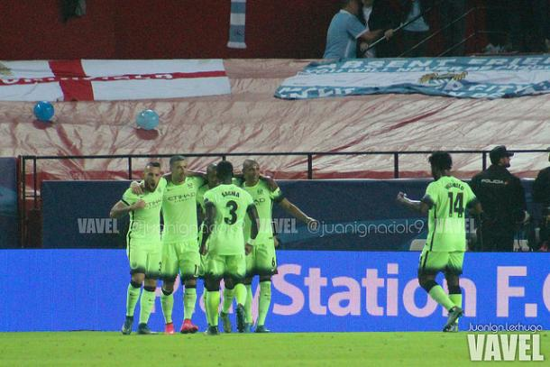 Manchester City celebrate a goal in Sevilla. Juanlan Lechuga/VAVEL