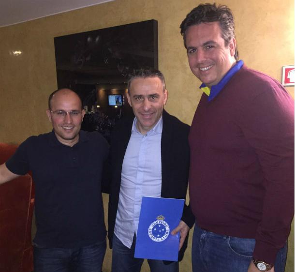 Após longa reunião, dirigentes celestes acertam contrato com Paulo Bento (Foto: Divulgação/Cruzeiro)