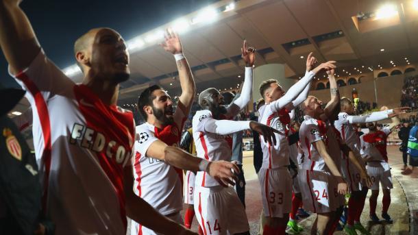 I giocatori del Monaco sotto la curva dopo il 3-1 sul City | Foto: Getty Images