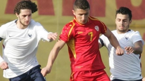 Bardhi con la maglia della nazionale macedone. | Foto: uefa.com