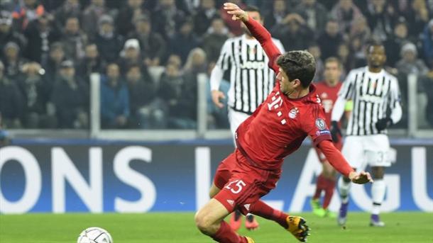 Müller dejó ir una opción clara de gol. // (Foto de es.uefa.com)