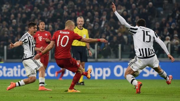 Robben define el segundo del Bayern. // (Foto de es.uefa.com)