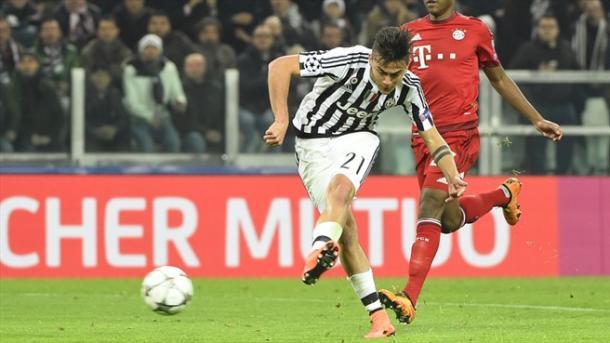Dybala firma el descuento para la Juventus. // (Foto de es.uefa.com)