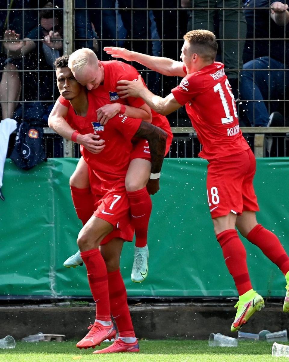 Los futbolistas del Hertha y la celebración / Foto: @herthabsc