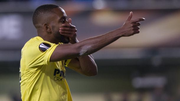Bakambu celebrates his second of the night. | Photo: UEFA