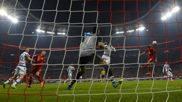 Müller's late, late, late header sent the game into extra time. | Photo: UEFA