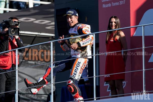 Márquez celebra el mundial con un homenaje a Chiquito de la Calzada/ Foto: Lucas ADSC