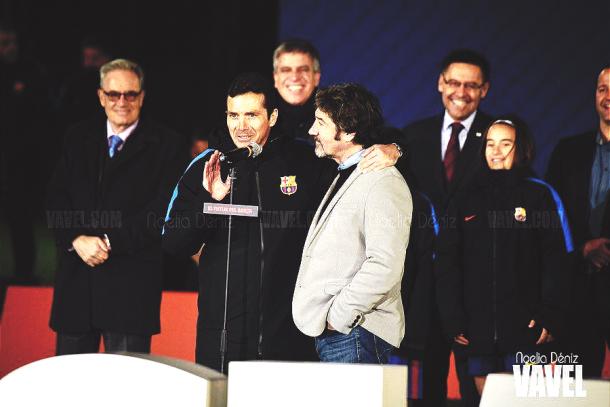 Las dos leyendas azulgranas en pleno discurso. | Foto: Noelia Déniz, VAVEL