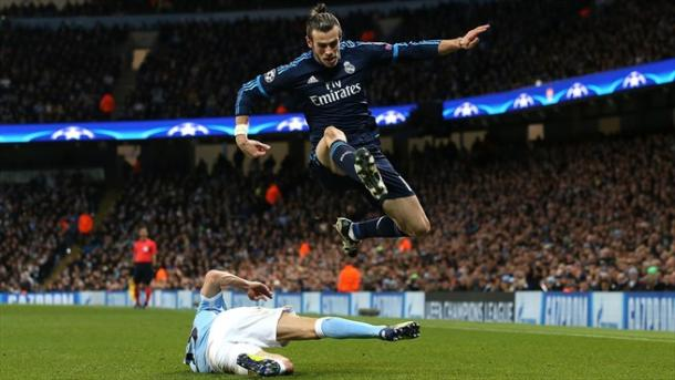 Bale evita l'intervento di un giocatore citizens. Fonte. Getty Images.