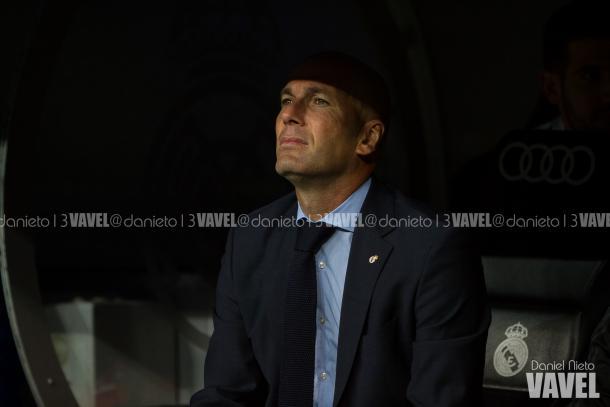 Zidane en el banquillo durante el partido frente al Espanyol | Daniel Nieto (VAVEL)