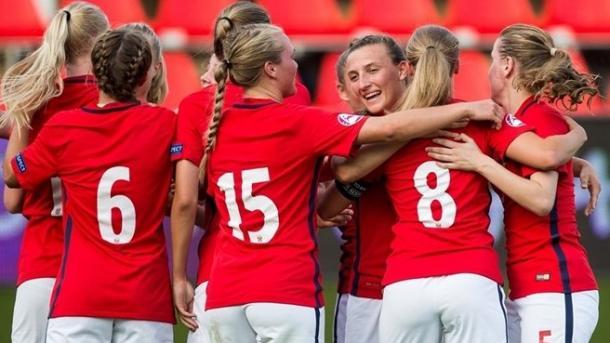 Norway celebrate Jørgensen's match-winning goal. (Photo: Sportsfile)