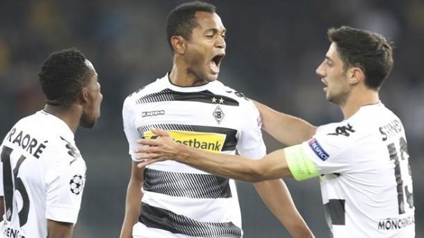 The Gladbach players celebrate Raffael's opener in the first leg | Photo: Uefa
