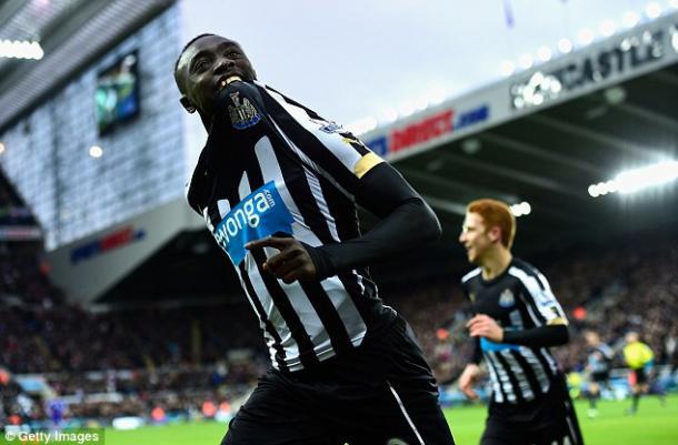 Cissé celebrando su doblete ante el Chelsea. Foto: Getty Images