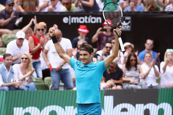 Roger Federer celebrates his victory in Stuttgart. Photo: Alex Grimm/Getty Images