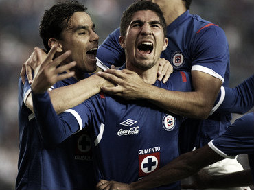 Como defensa central del Cruz Azul | Foto: Informador.mx