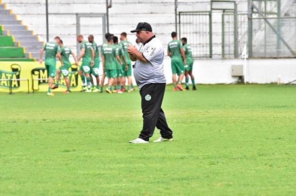 Técnico Julinho Camargo promove mudanças no time titular do Verdão (Foto: Arthur Dellagrave/E.C. Juventude)