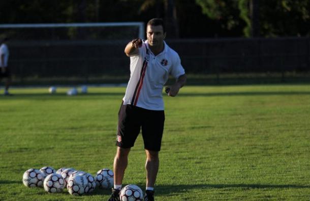 Junior Rocha teve um bom tempo para preparar o time (Foto: Divulgação / Santa Cruz)