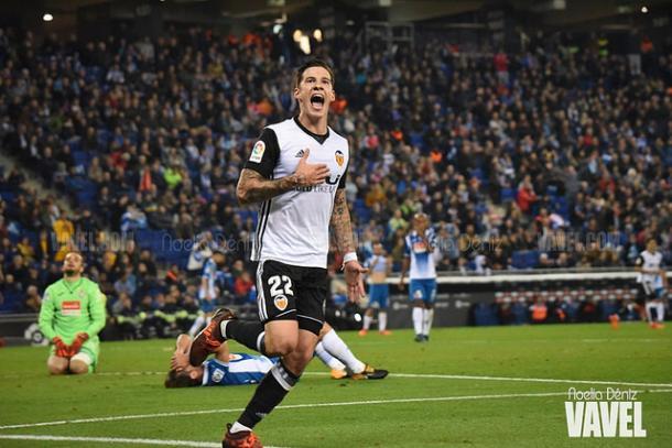 Santi Mina celebrando su gol ante el Espanyol. Foto: Noelia Déniz, VAVEL.com