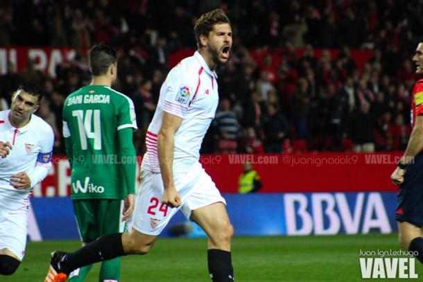 Fernando Llorente celebrando un gol que marcó al Eibar | Imagen: Juan Ignacio Lechuga - VAVEL
