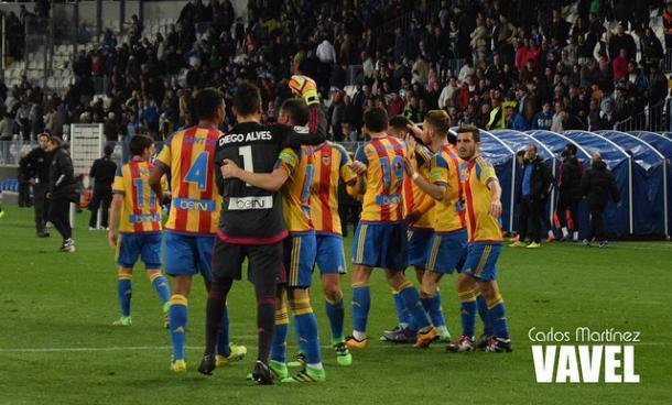 El Valencia celebra la victoria en La Rosaleda | Fotografía: Carlos Martínez (VAVEL.com)