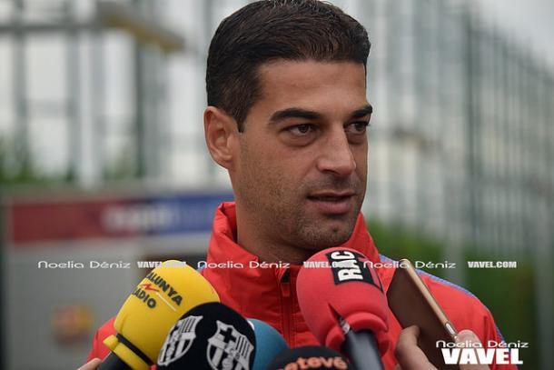 El técnico azulgrana Gerard López atendiendo a los medios antes del choque contra el Reus | Foto: Noelia Déniz - VAVEL