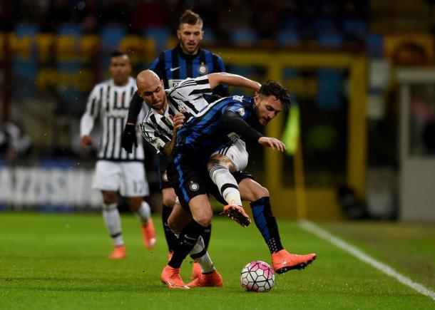 Un contrasto tra D'Ambrosio e Zaza (foto Inter.it)