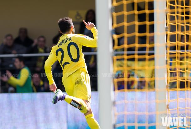 Adrián López celebrando su gol