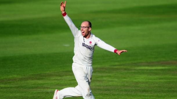 Jack Leach cleaned up the Warwickshire middle-order (image source: getty via cricinfo)