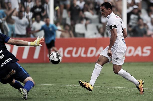 Artilheiro do peixe, Ricardo Oliveira deve ser sondado pelos chineses novamente / Foto: Ivan Storti / Santos FC