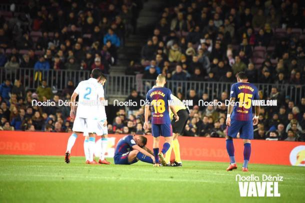 Paco Alcácer tuvo que retirarse del partido con un problema muscular. | Fotografía: Noelia Déniz (VAVEL.com)