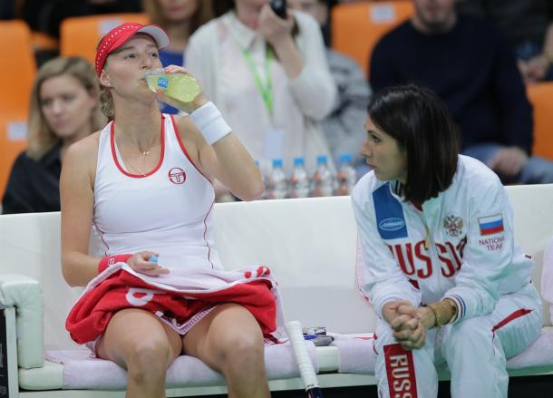 Ekaterina Makarova receives some advice from Anastasia Myskina | Photo: Fed Cup/Andrei Golovanov