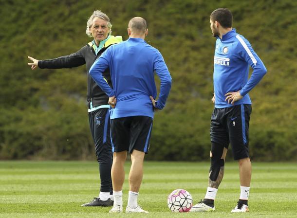 Mancini a colloquio con Palacio e Icardi - Foto: Inter.it