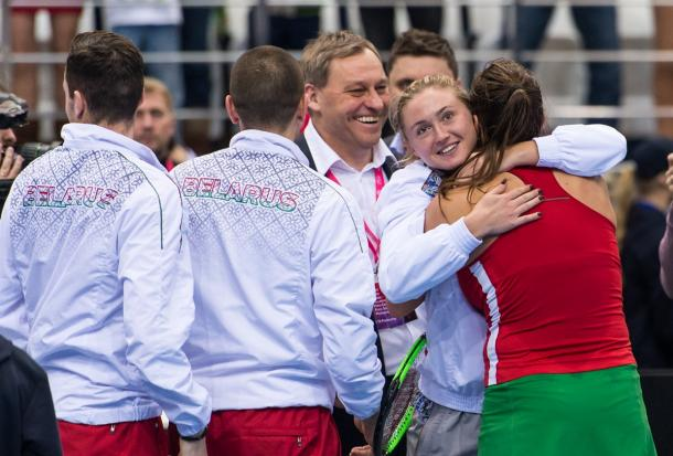 Aryna Sabalenka and Aliaksandra Sasnovich embrace after the win | Photo: Daniel Kopatsch/Fed Cup