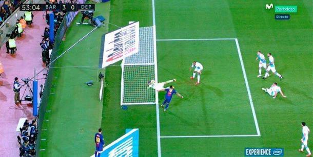 El remate de rabona de Suárez cruzó la línea de gol