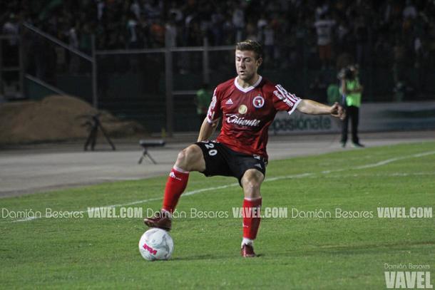 Paul Arriola en el partido ante Chiapas del Clausura 2016 | Foto: Damián Besares VAVEL