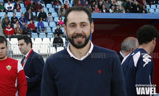 Pablo Machín, sonriente en la previa de un Almería-Girona. | Foto: almeríajuega
